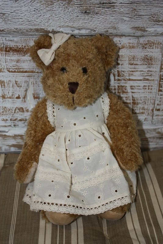 Peluche - PETITE OURSONNE ROBE BRODEE